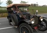 Сцена из фильма В погоне за классикой / Chasing classsic cars (2013) В погоне за классикой сцена 3