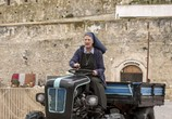 Сцена из фильма Добро пожаловать на юг 2, или соседям вход воспрещен / Non c'è più religione (2018)